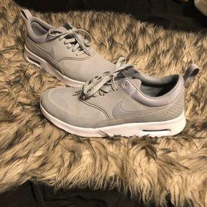Nike Thea Sneakers 👟